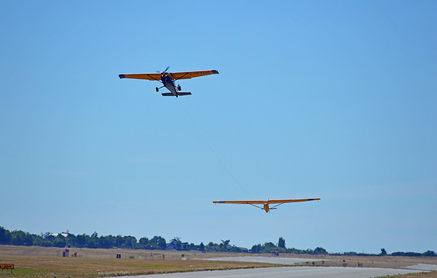 02-tow-plane-and-glider